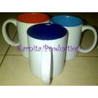 mug keramik dalam warna