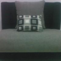 Sofa Minimalis Tunggal Jumping Bludru Hennesy + 3 Bantal