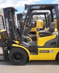 Sewa Harian Forklift Kapasitas 3 Ton di Surabaya, Sidoarjo dan Gresik