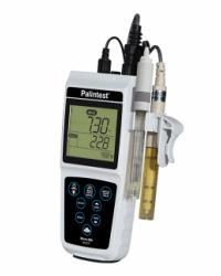 Micro 800 Handheld pH Meter