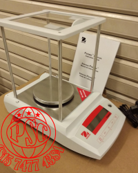 Ohaus Pioneer PX Series Analytical Balan