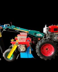 Implement Alat Tanam Jagung Ditarik Tractor Dua Jalur